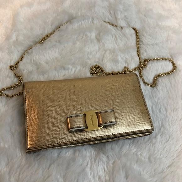 96a7167964 Salvatore Ferragamo gold vara woc wallet on chain.  M 5c55e181c9bf5059f635bbf1